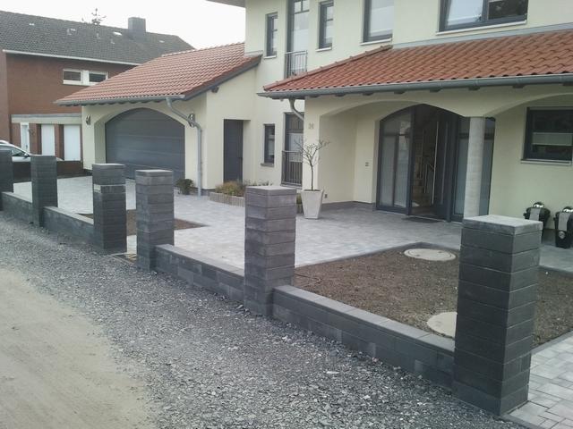 farbunterschiede und ausbl hungen mit betonsteinen. Black Bedroom Furniture Sets. Home Design Ideas