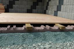 fundamentplatte f r terrassenholz und terrassendielen wpc. Black Bedroom Furniture Sets. Home Design Ideas